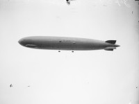 Vintage: Graf Zeppelin flying over Chicago in 1929