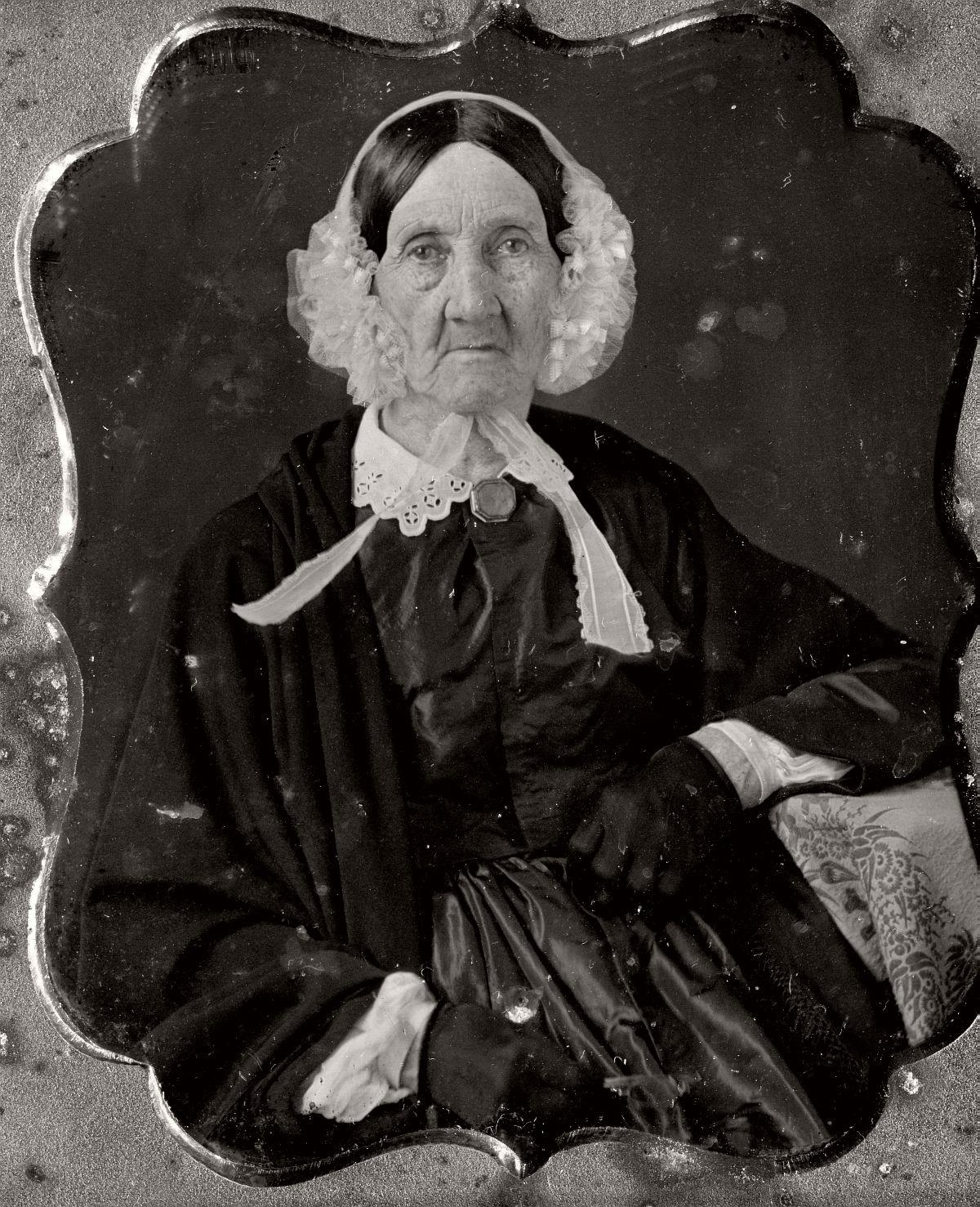 daguerreotype-portrait-ladies-born-in-the-late-18th-century-1700s-vintage-02
