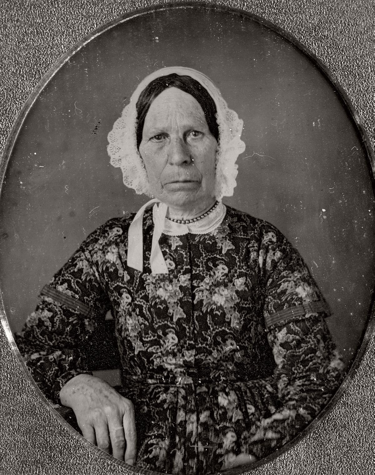 daguerreotype-portrait-ladies-born-in-the-late-18th-century-1700s-vintage-03