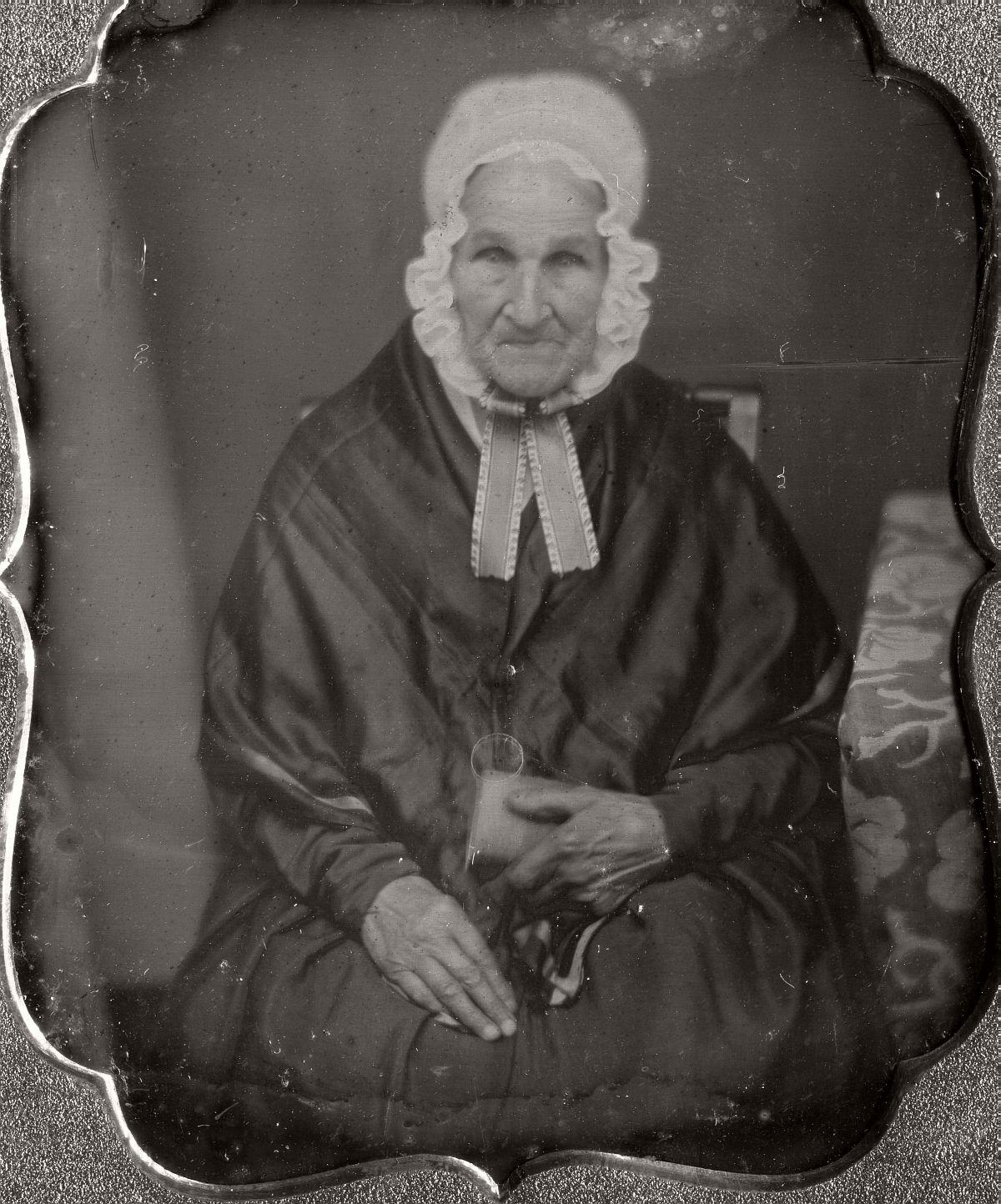 daguerreotype-portrait-ladies-born-in-the-late-18th-century-1700s-vintage-05