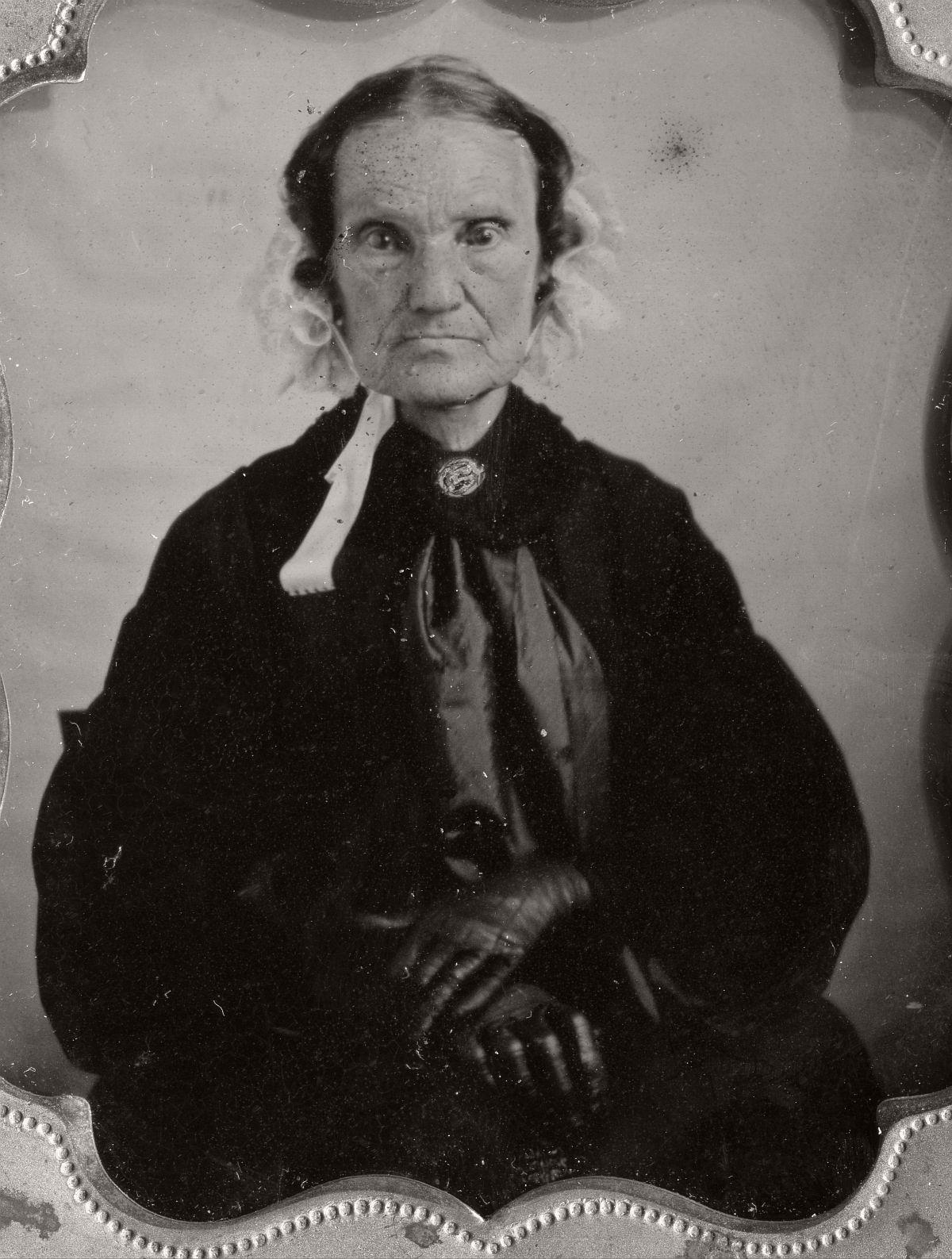 daguerreotype-portrait-ladies-born-in-the-late-18th-century-1700s-vintage-08