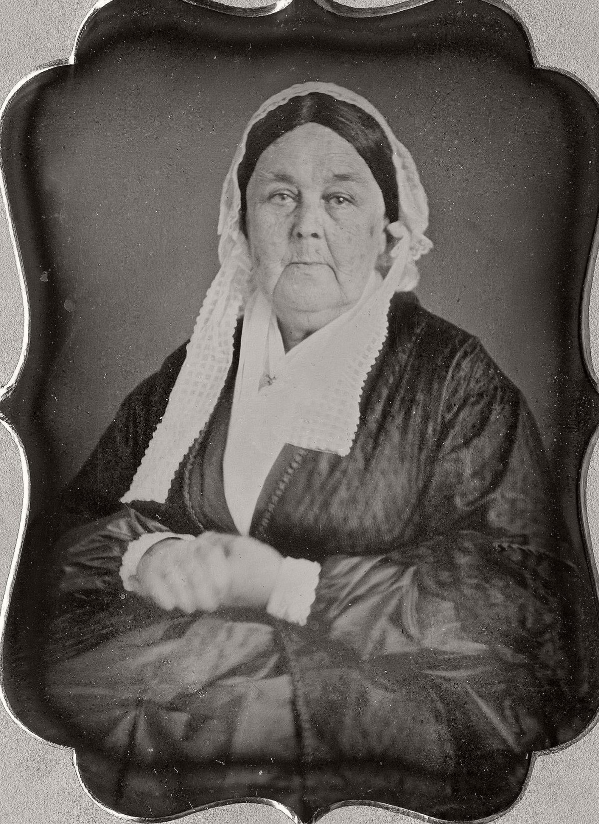daguerreotype-portrait-ladies-born-in-the-late-18th-century-1700s-vintage-11