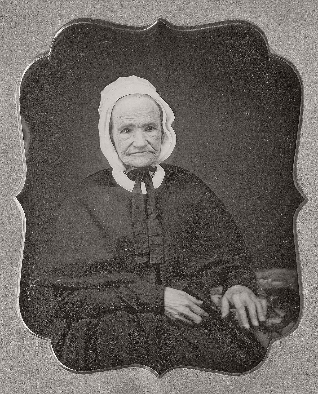daguerreotype-portrait-ladies-born-in-the-late-18th-century-1700s-vintage-12