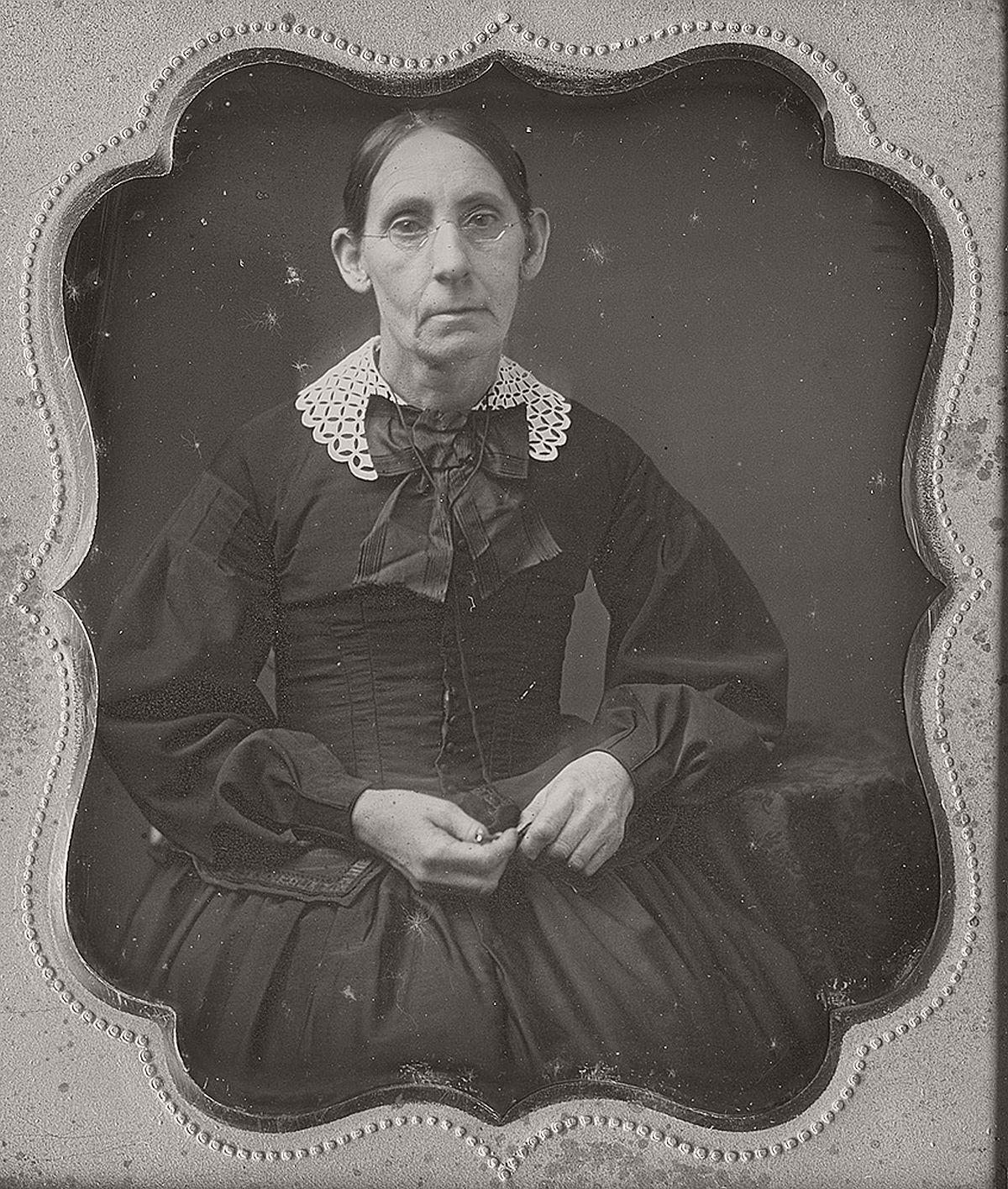 daguerreotype-portrait-ladies-born-in-the-late-18th-century-1700s-vintage-16