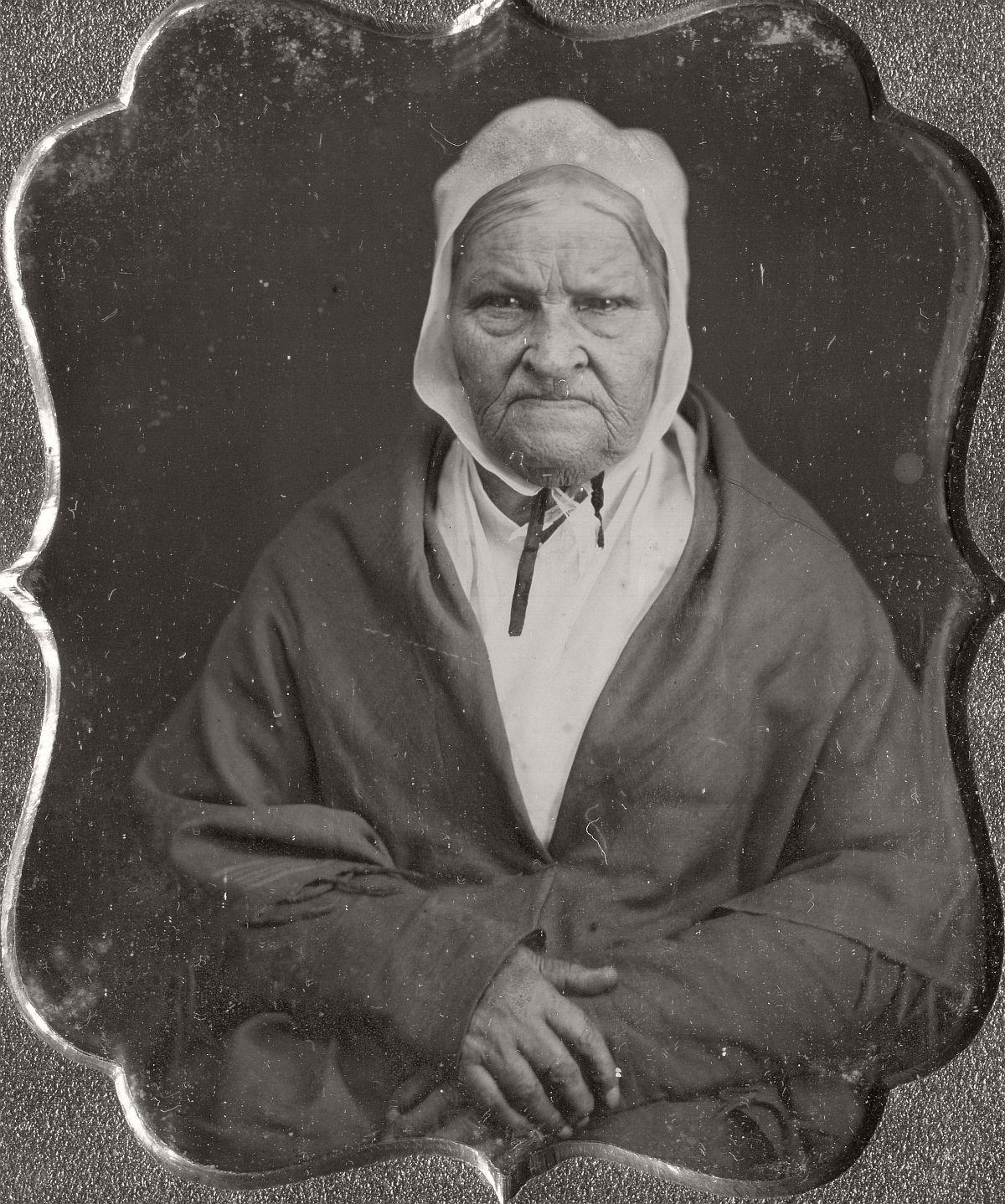 daguerreotype-portrait-ladies-born-in-the-late-18th-century-1700s-vintage-19