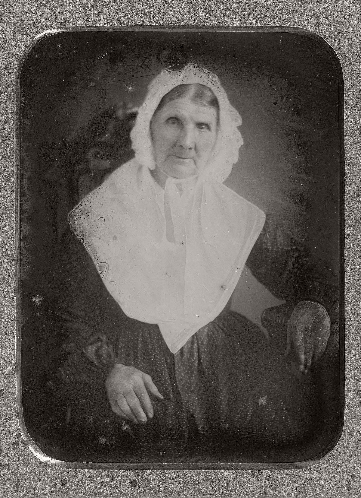 daguerreotype-portrait-ladies-born-in-the-late-18th-century-1700s-vintage-20
