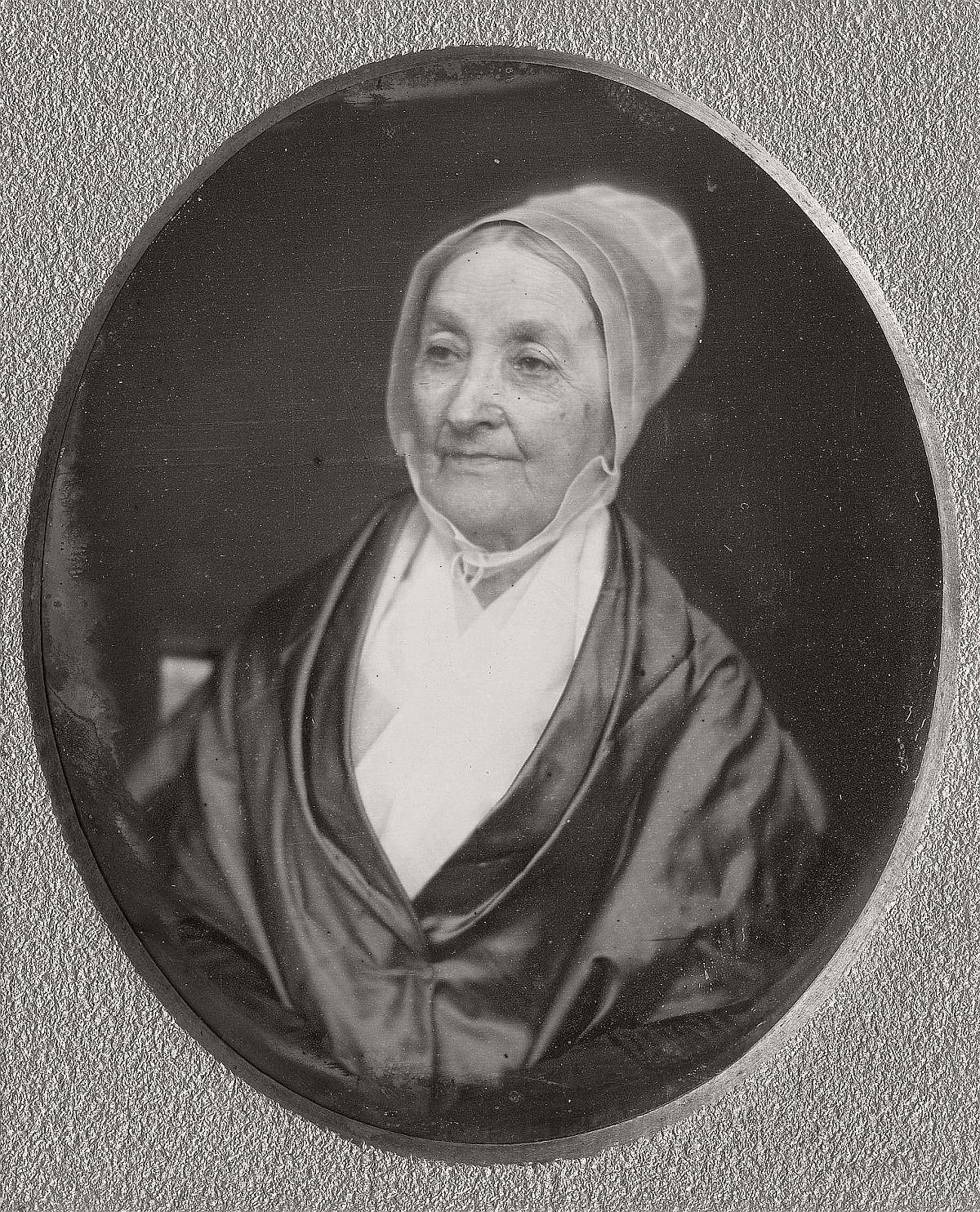 daguerreotype-portrait-ladies-born-in-the-late-18th-century-1700s-vintage-23