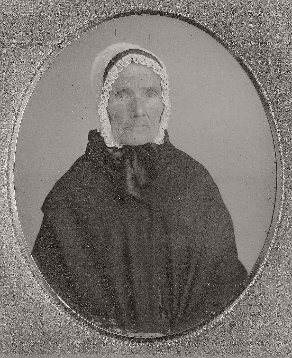 daguerreotype-portrait-ladies-born-in-the-late-18th-century-1700s-vintage-24