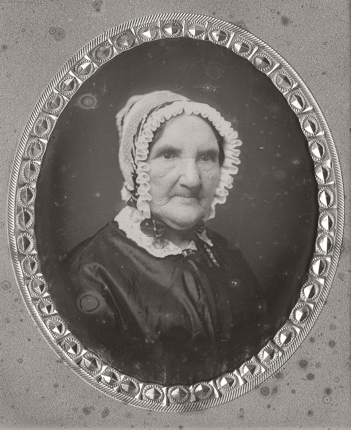 daguerreotype-portrait-ladies-born-in-the-late-18th-century-1700s-vintage-25