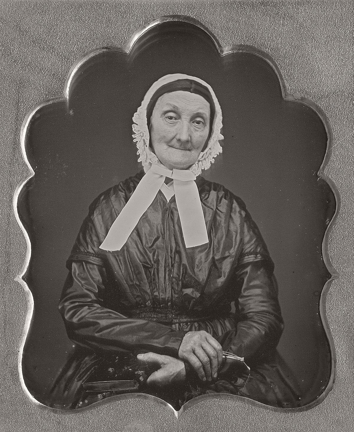 daguerreotype-portrait-ladies-born-in-the-late-18th-century-1700s-vintage-26