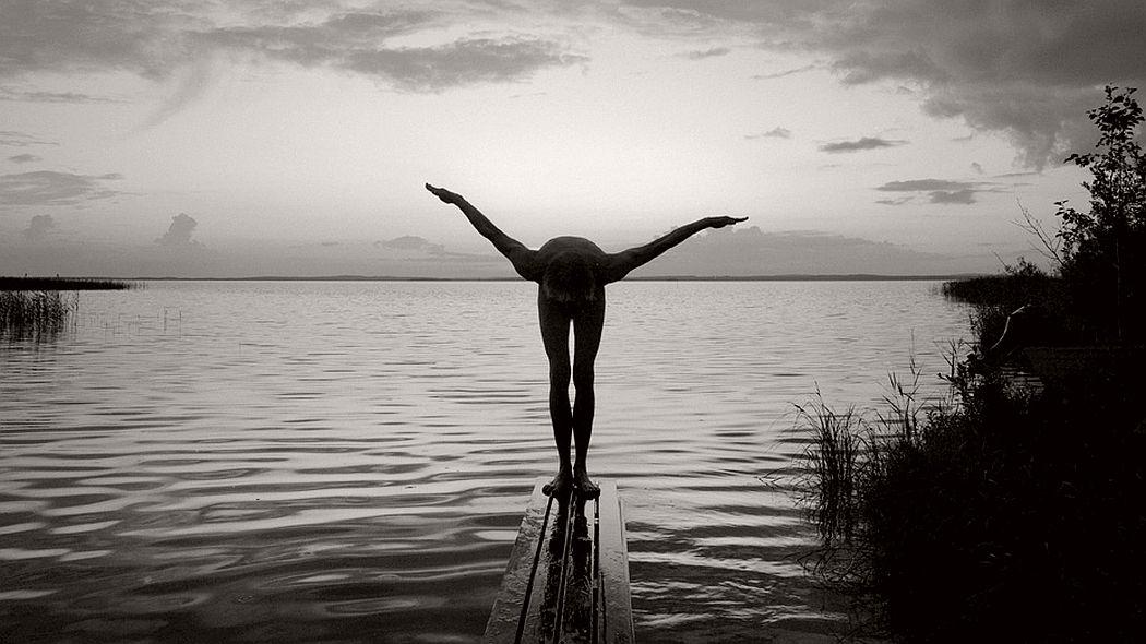 fine-art-nude-photographer-arno-rafael-minkkinen-01