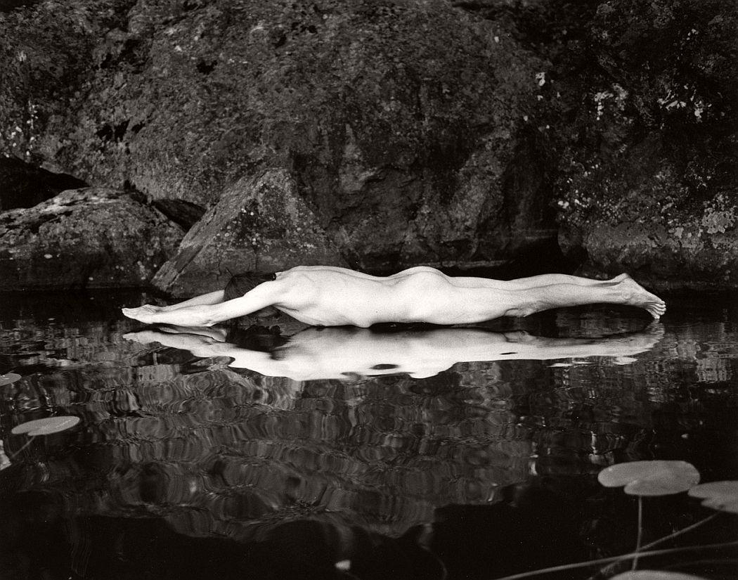 fine-art-nude-photographer-arno-rafael-minkkinen-14