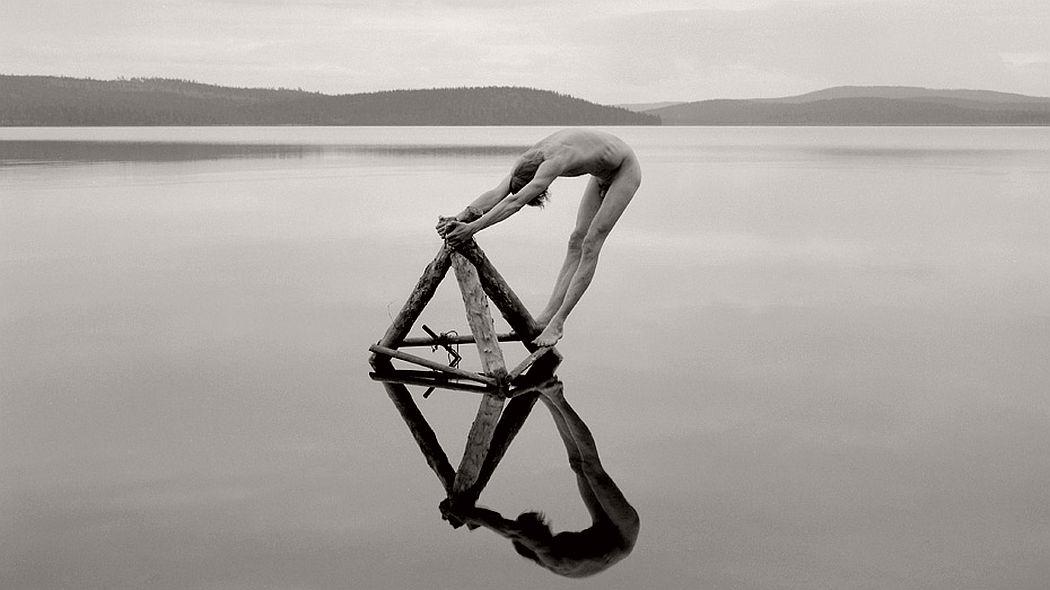 fine-art-nude-photographer-arno-rafael-minkkinen-15