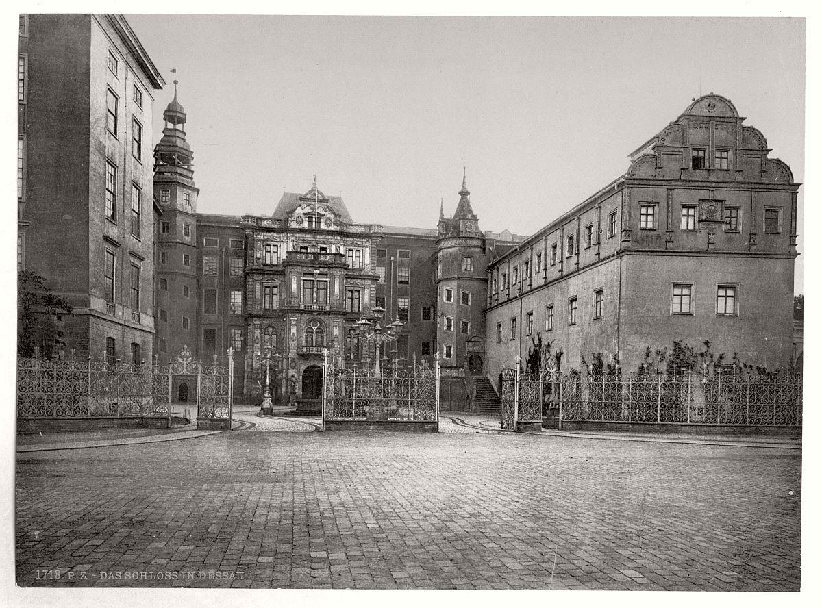 historic-bw-photo-german-Castle-of-Dessau-01