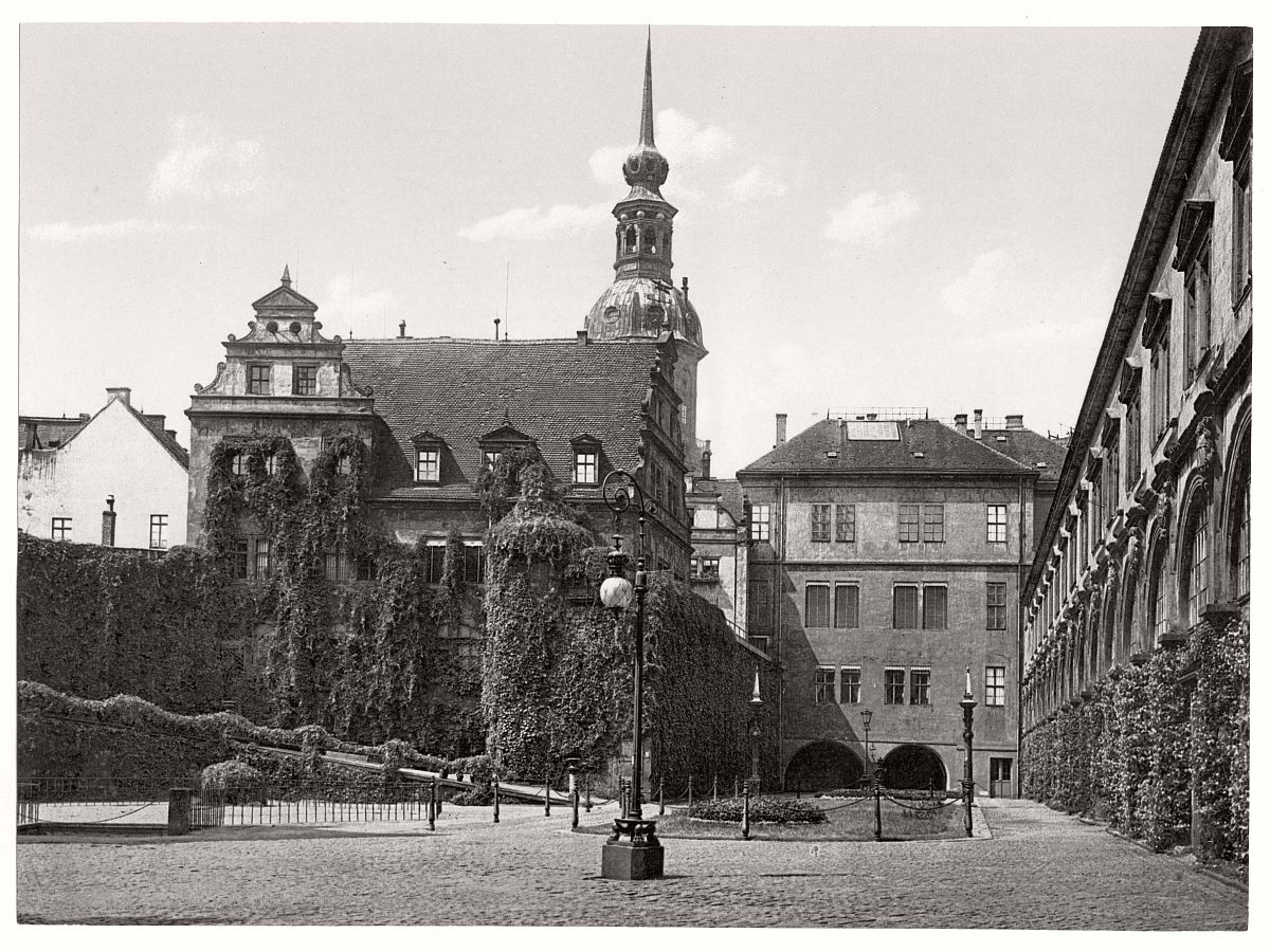 historic-bw-photo-german-Dresden-castle-17