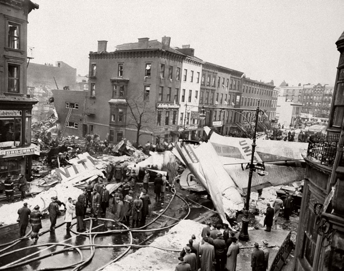 historic-images-of-new-york-city-mid-air-plane-crash-staten-island-park-slope-brooklyn-1960-01