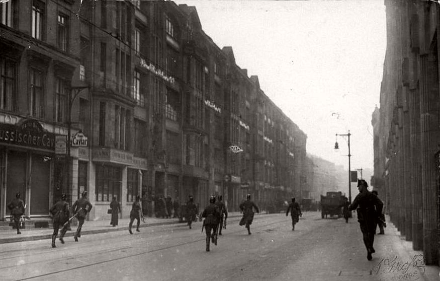Vintage photos of City Life of Berlin during the interwar period (1920s)