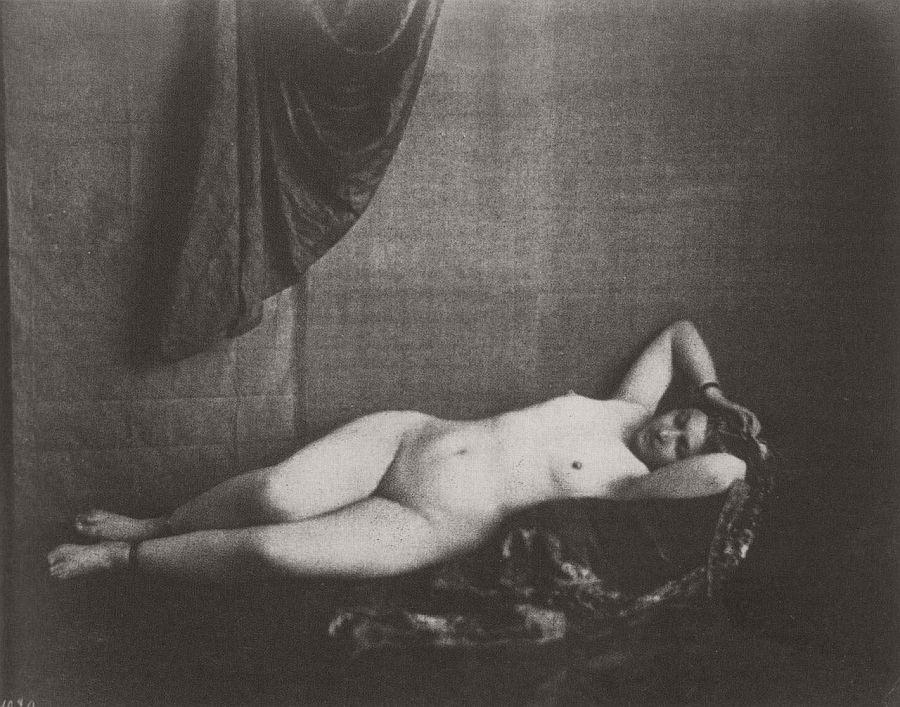 nude-photographer-julien-vallou-de-villeneuve-01