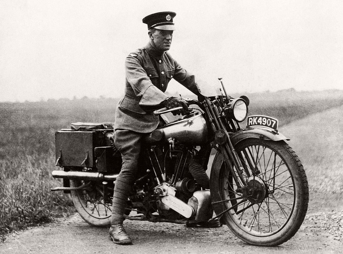 old-classic-vintage-motorcycles-in-the-past-1920s-05
