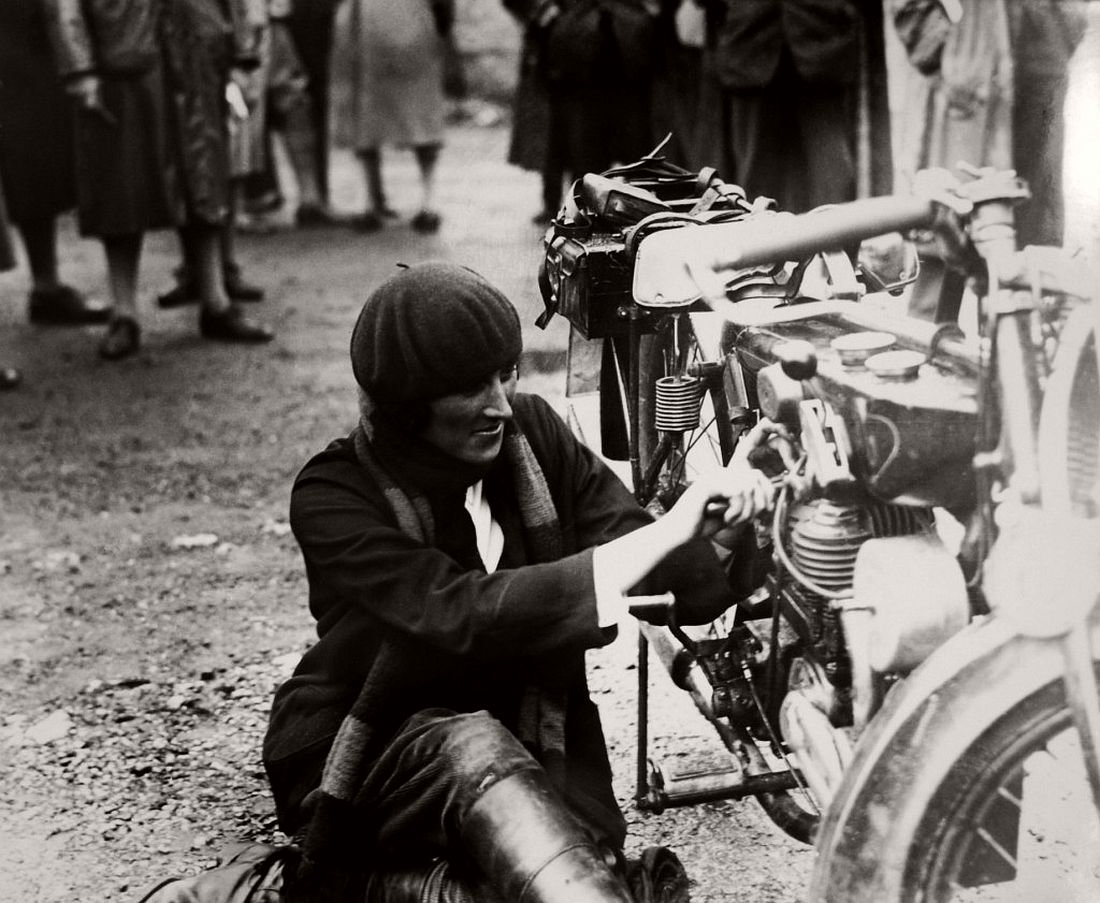 old-classic-vintage-motorcycles-in-the-past-1920s-06