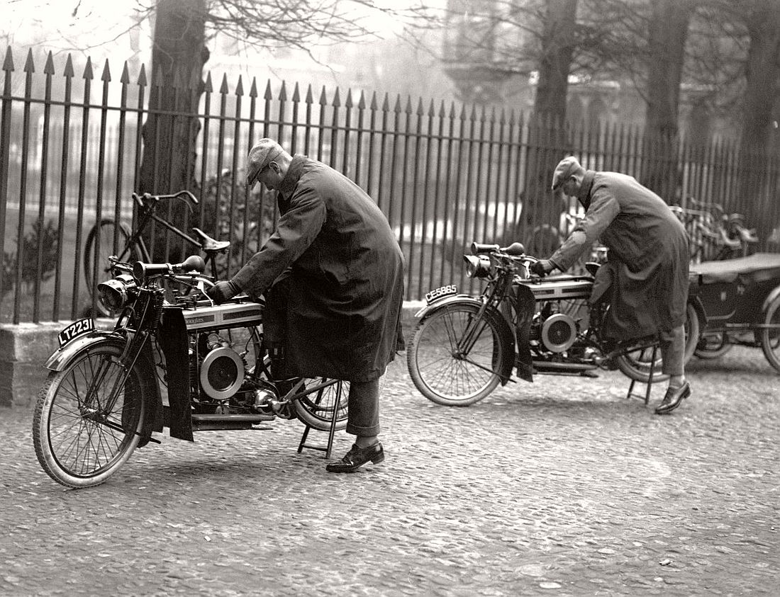 old-classic-vintage-motorcycles-in-the-past-1920s-08