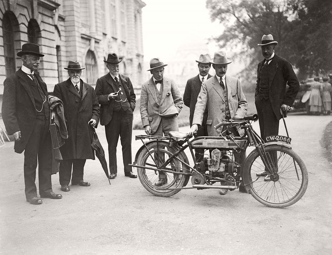 old-classic-vintage-motorcycles-in-the-past-1920s-09