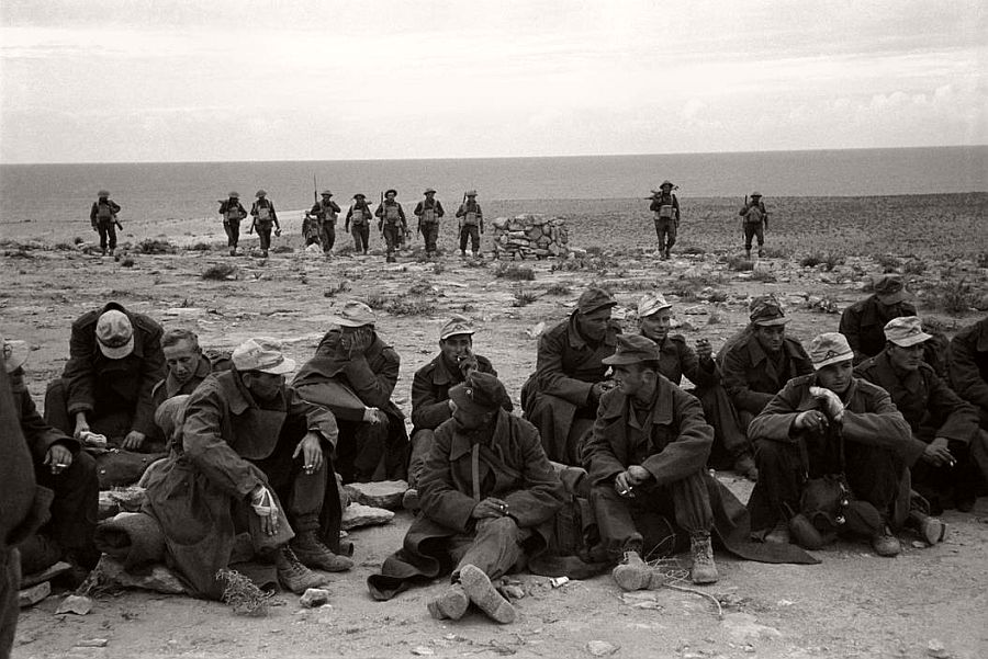 EGYPT. Western Desert. German prisoners near the sea close to Dirne. 1941.