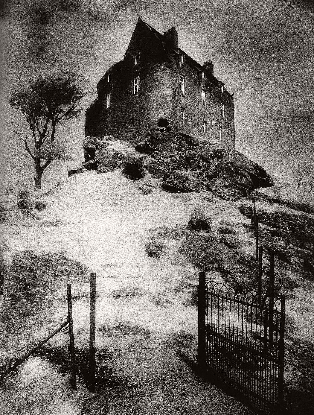 surreal-architecture-photographer-simon-marsden-06