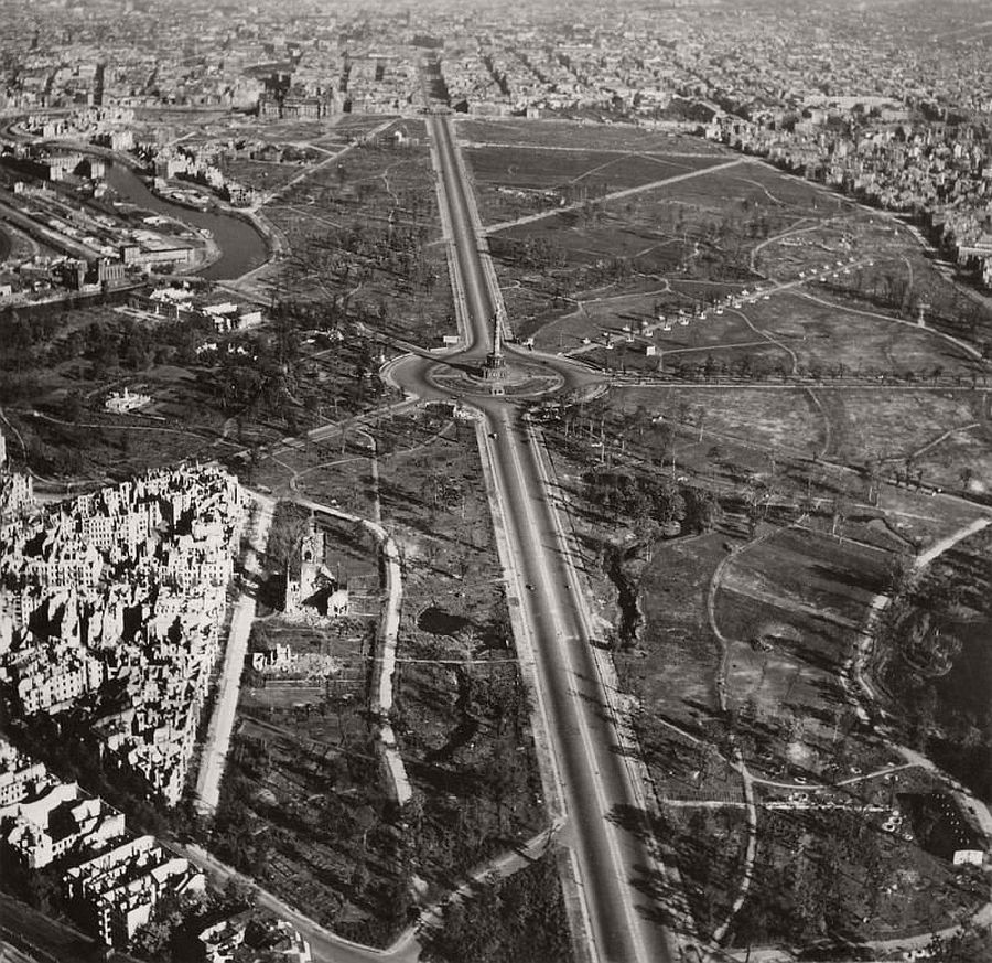 vintage-aerial-photos-of-berlin-germany-after-world-war-ii-1945-hein-gorny-01