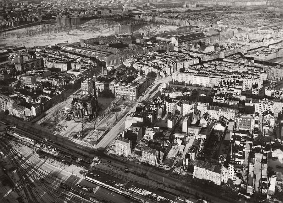 vintage-aerial-photos-of-berlin-germany-after-world-war-ii-1945-hein-gorny-02