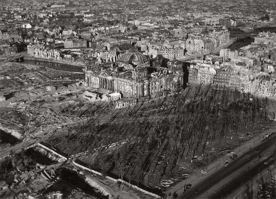 vintage-aerial-photos-of-berlin-germany-after-world-war-ii-1945-hein-gorny-03
