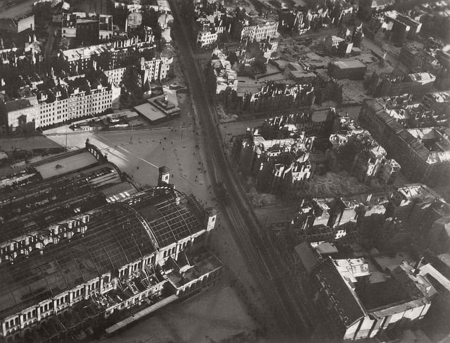 vintage-aerial-photos-of-berlin-germany-after-world-war-ii-1945-hein-gorny-05