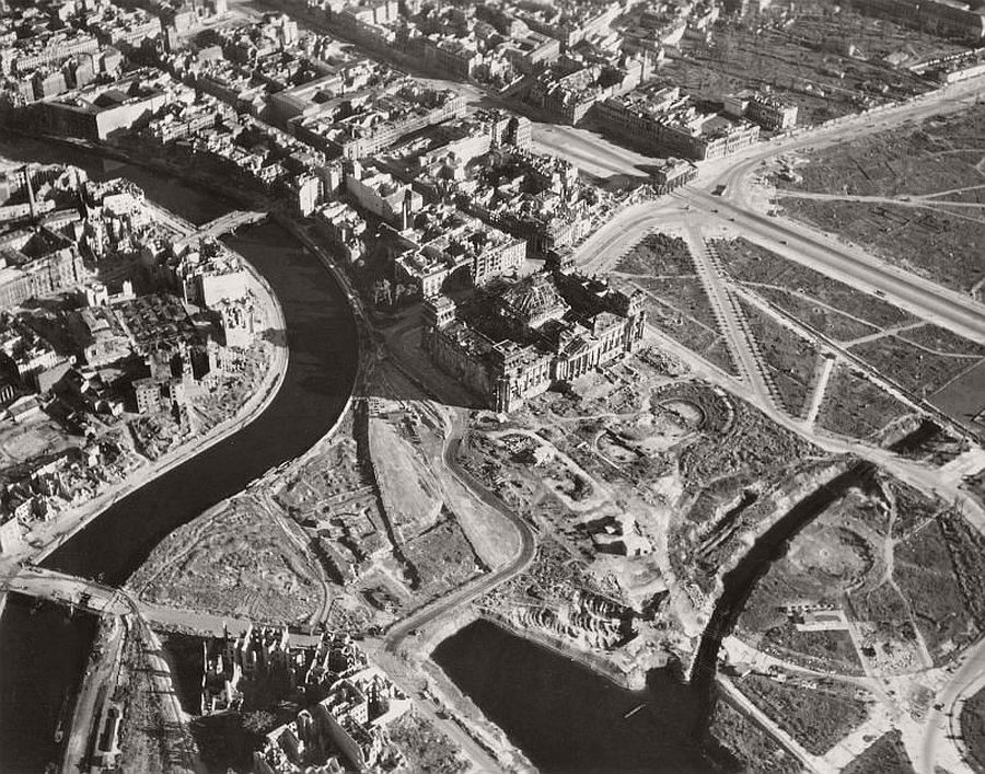vintage-aerial-photos-of-berlin-germany-after-world-war-ii-1945-hein-gorny-07