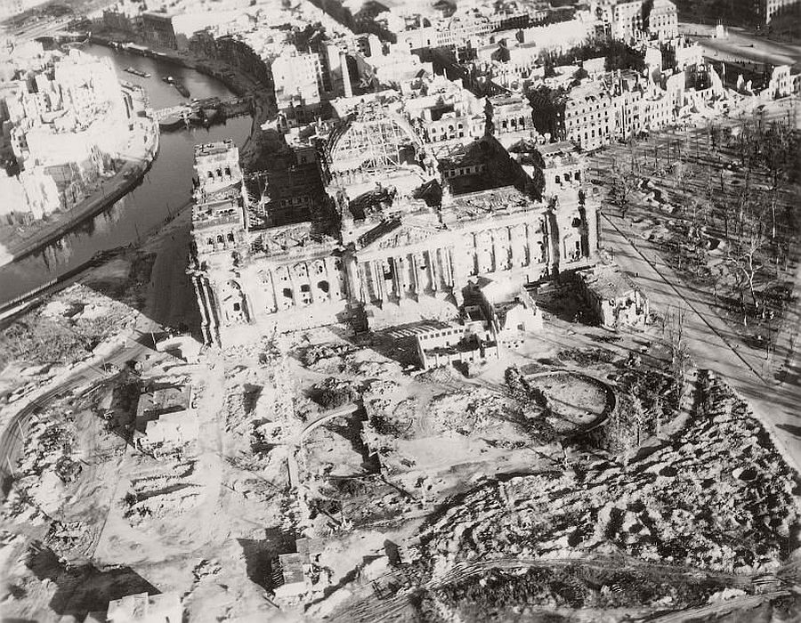 vintage-aerial-photos-of-berlin-germany-after-world-war-ii-1945-hein-gorny-09