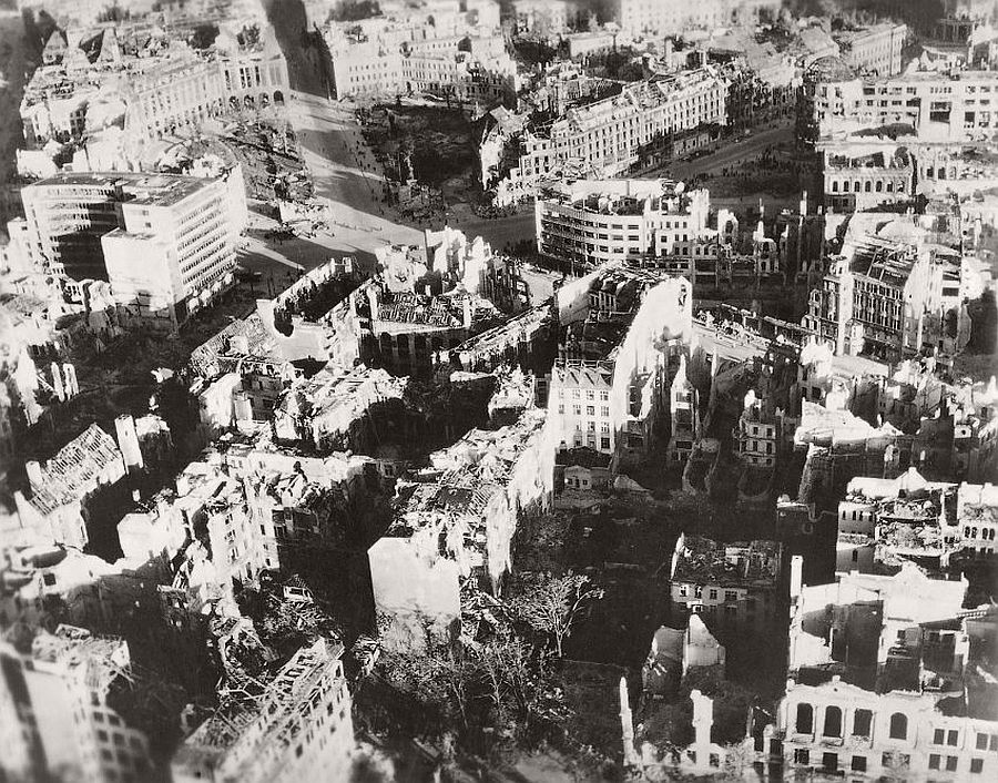 vintage-aerial-photos-of-berlin-germany-after-world-war-ii-1945-hein-gorny-10