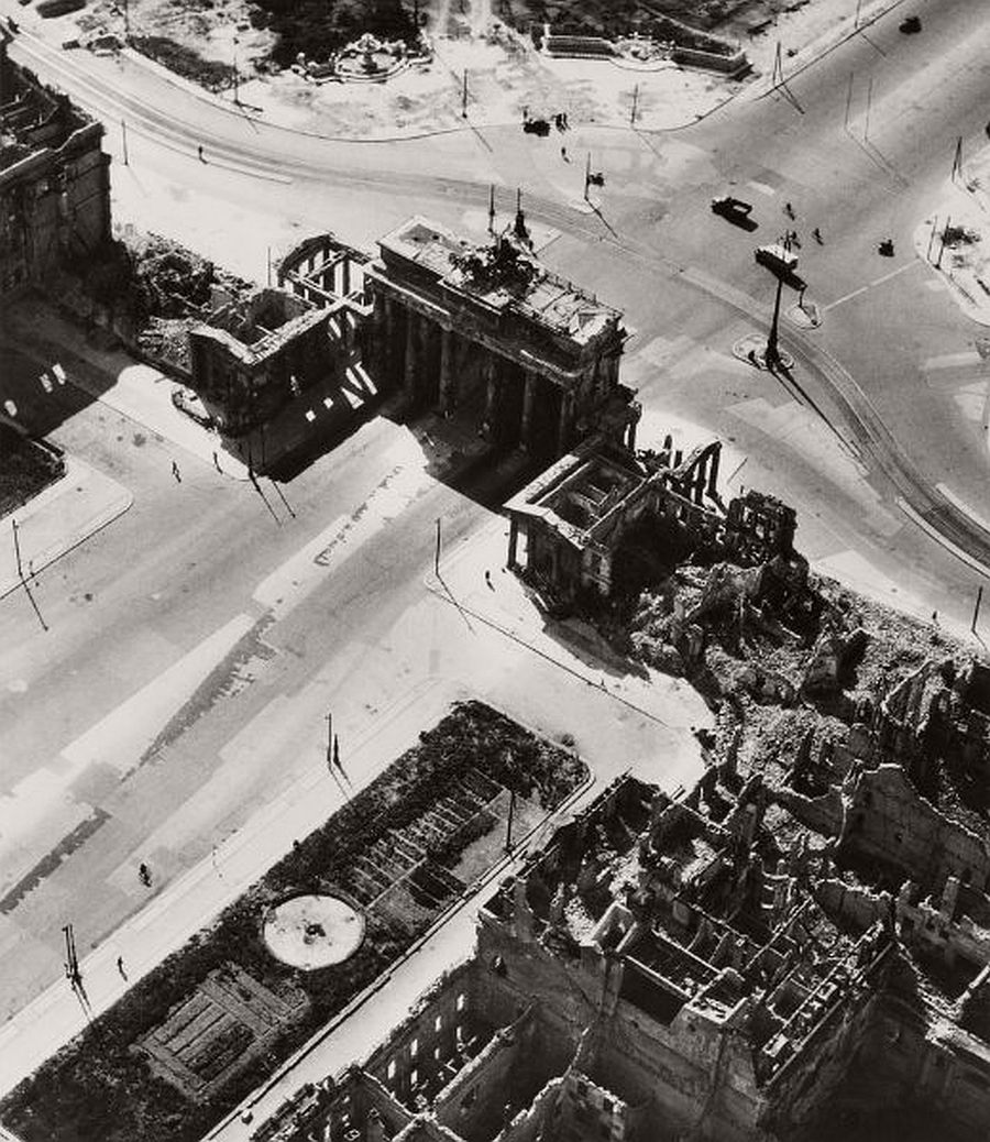 vintage-aerial-photos-of-berlin-germany-after-world-war-ii-1945-hein-gorny-11