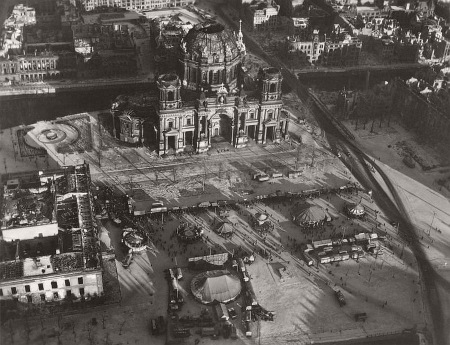vintage-aerial-photos-of-berlin-germany-after-world-war-ii-1945-hein-gorny-14