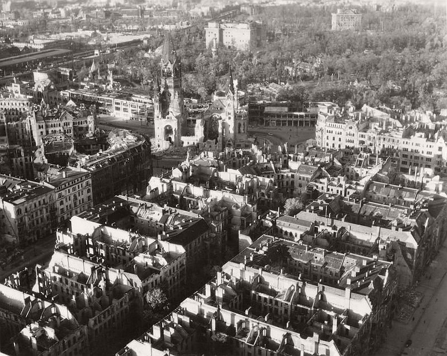 vintage-aerial-photos-of-berlin-germany-after-world-war-ii-1945-hein-gorny-15
