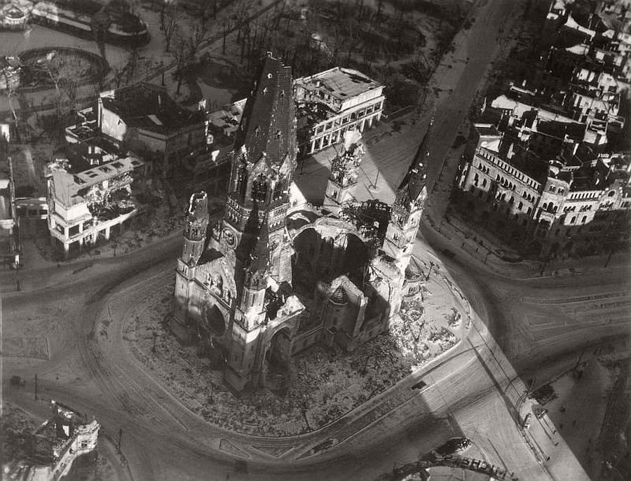 vintage-aerial-photos-of-berlin-germany-after-world-war-ii-1945-hein-gorny-16