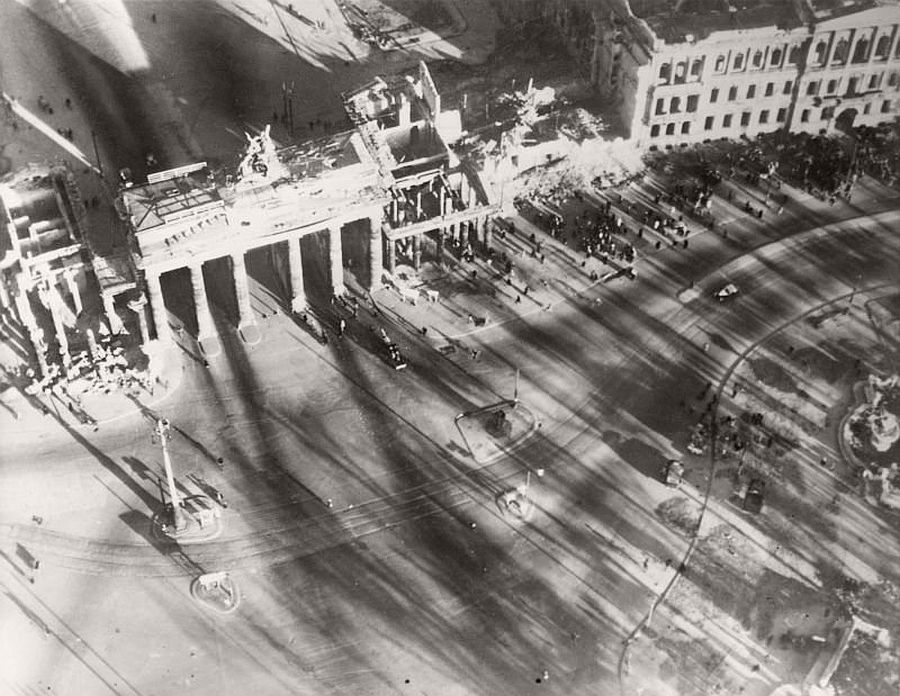 vintage-aerial-photos-of-berlin-germany-after-world-war-ii-1945-hein-gorny-17