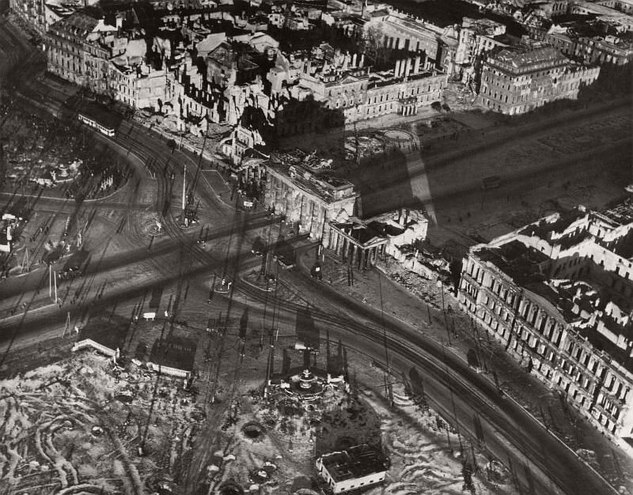 vintage-aerial-photos-of-berlin-germany-after-world-war-ii-1945-hein-gorny-18