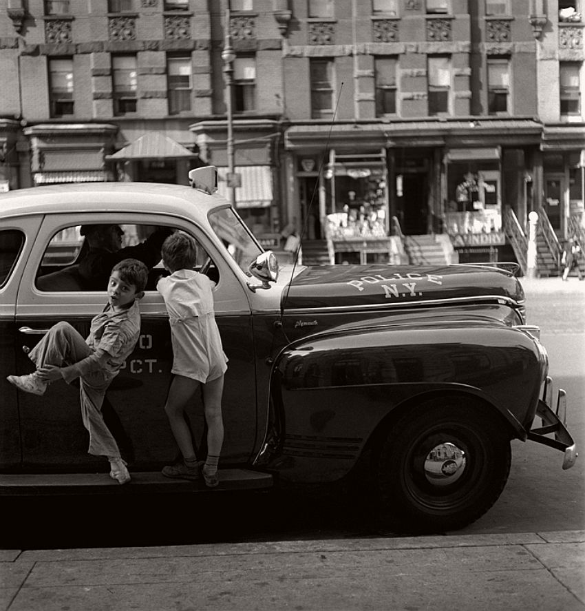vintage-black-and-white-photos-of-city-life-in-new-york-city-by-fred-stein-1940s-16