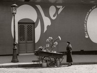 Vintage black and white photos of people in Paris by Fred Stein (1930s)