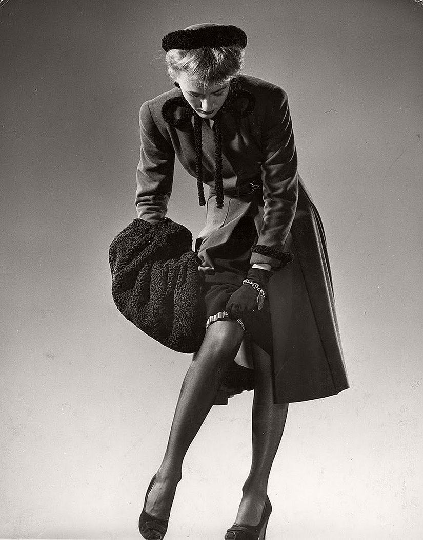 vintage-bw-models-wearing-nylon-stockings-pantyhose-1940s-1950s-11