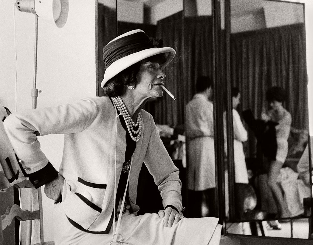 vintage-bw-photos-of-fashion-icon-gabrielle-coco-chanel-1962-douglas-kirkland-03