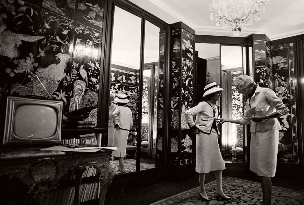 vintage-bw-photos-of-fashion-icon-gabrielle-coco-chanel-1962-douglas-kirkland-09