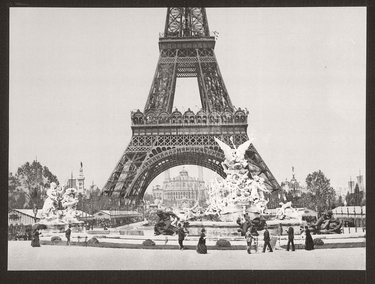 vintage-bw-photos-of-paris-france-late-19th-century-16