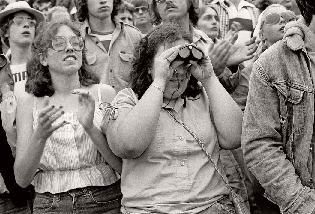 vintage-bw-photos-of-rolling-stones-fans-by-joseph-szabo-1978-17