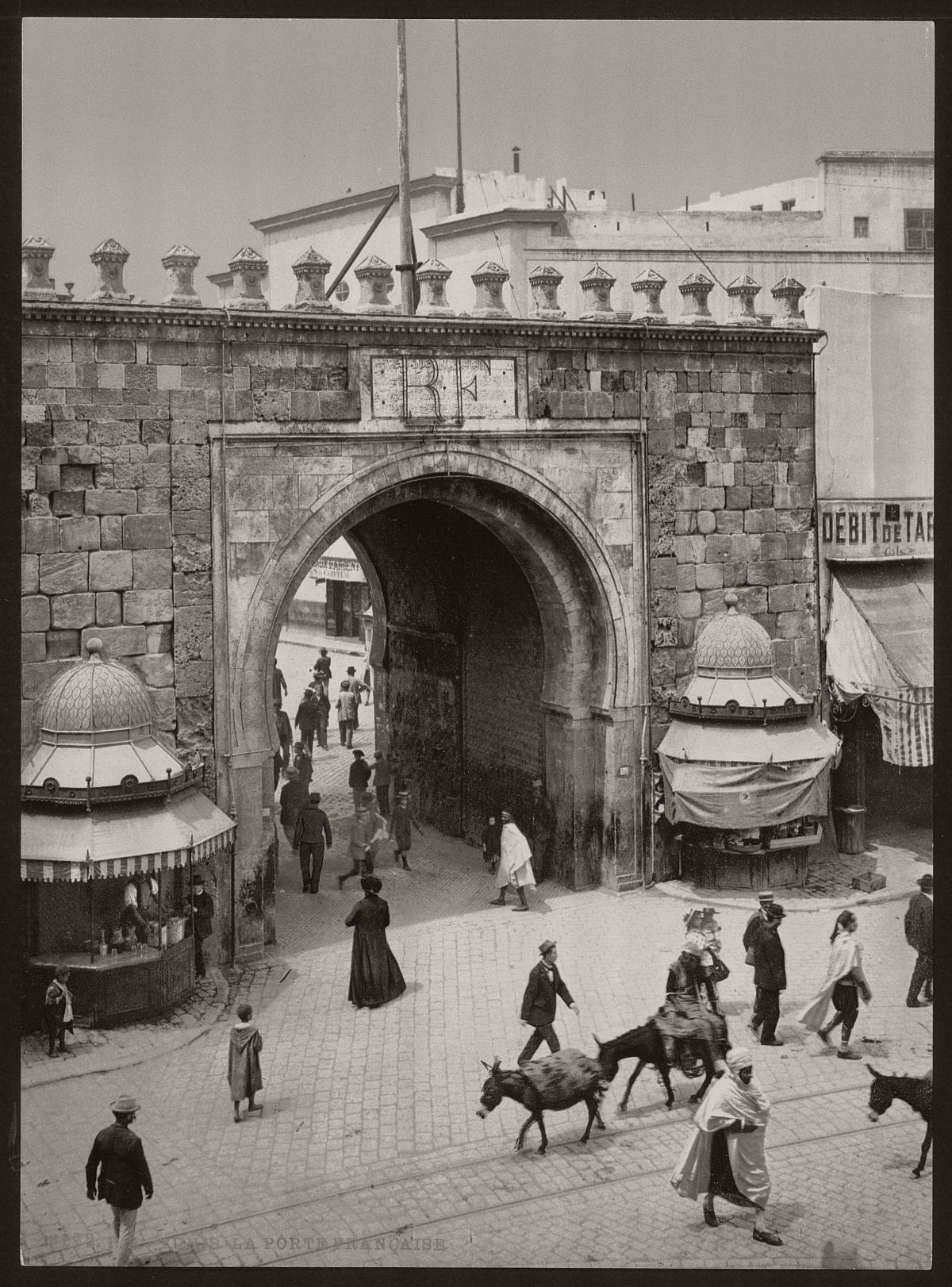 vintage-bw-photos-of-tunis-tunisia-late-19th-century-05