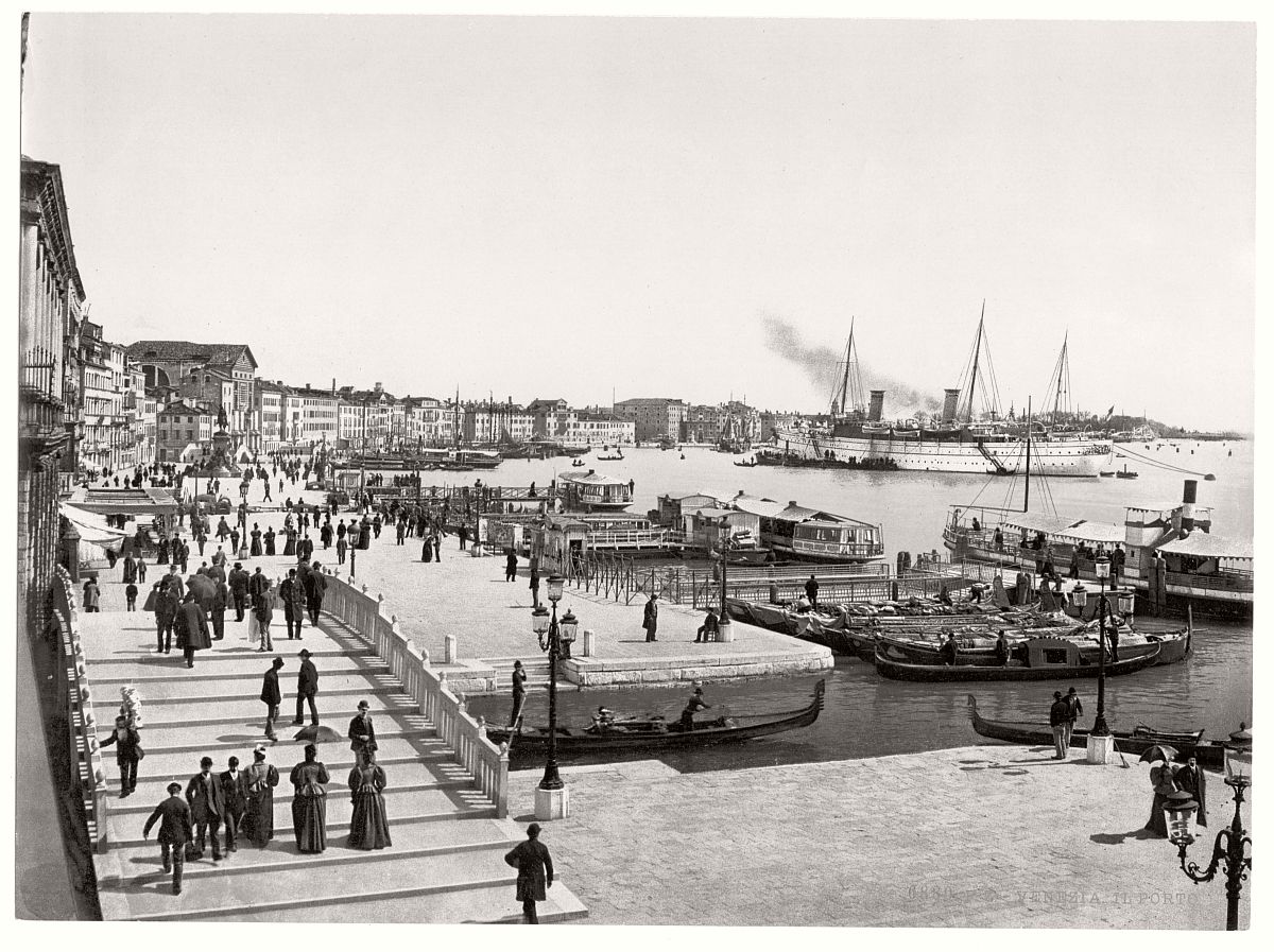 vintage-bw-photos-of-venice-italy-in-19th-century-12